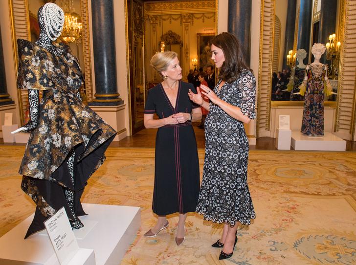 Фото №6 - Кейт, Шарлен или Меган: чьи наряды оказались самыми дорогими в 2018 году
