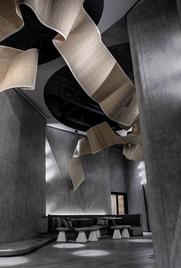 Фото №2 - «Парящая» скульптура в баре The Flow of Ecstatic