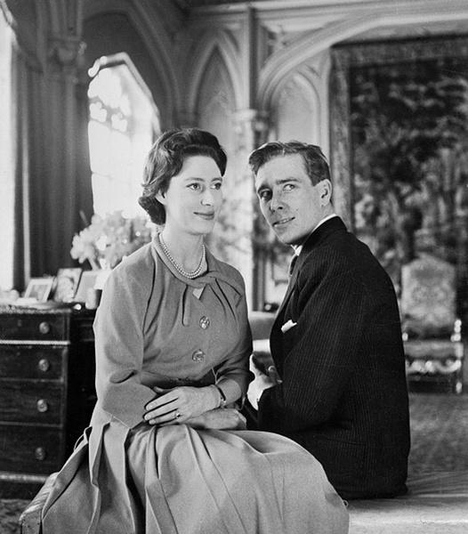 Фото №4 - Было – стало: как изменились официальные помолвочные портреты Виндзоров за 95 лет