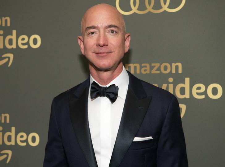 Фото №1 - Первый триллионер в истории: как и сколько самый богатый человек мира заработал на пандемии
