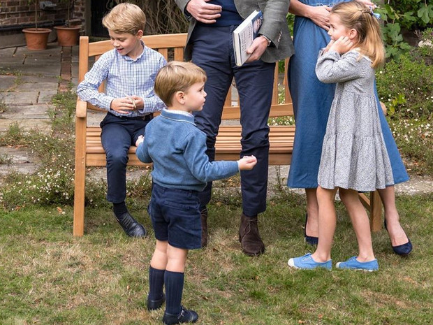 Фото №1 - «Идеальная семья»: в Сети обсуждают неизвестное фото Джорджа, Шарлотты и Луи
