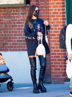 Фото №2 - Ирина Шейк показывает, какие ботфорты выбрать и с чем их носить