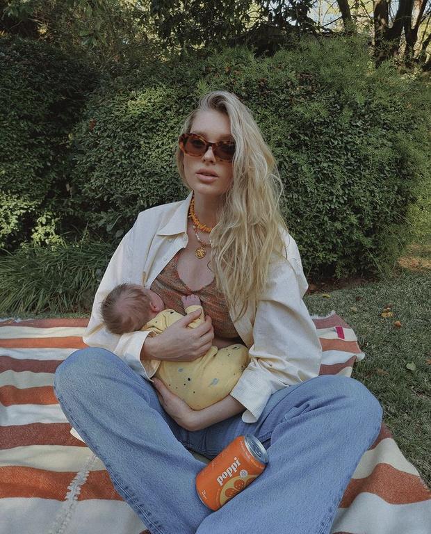 Эльза Хоск поделилась первыми совместными снимками с дочерью