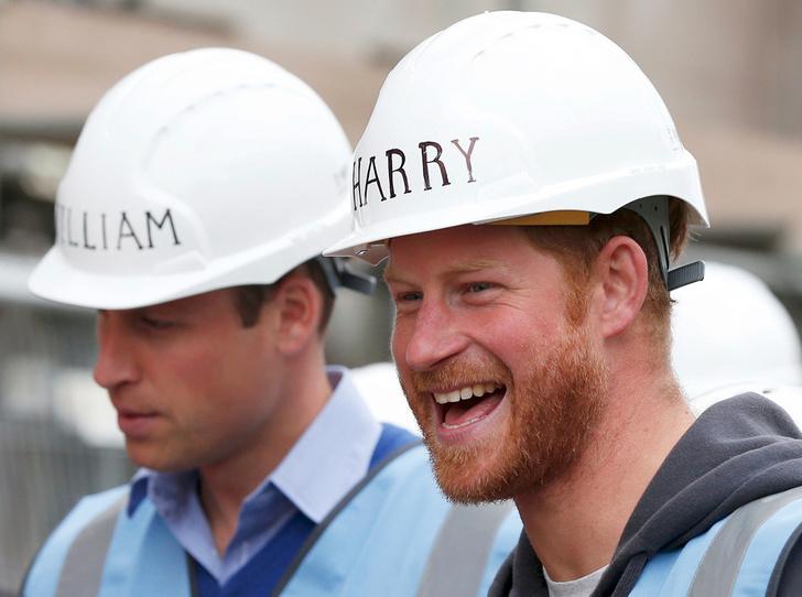 Фото №1 - Почему принц Гарри унаследовал от Королевы-матери больше брата