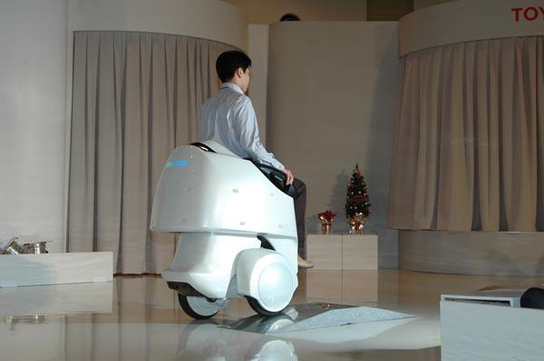 Фото №3 - Привлекательные роботы окажут любые услуги