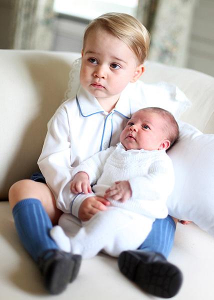 Принц Джордж с сестрой – принцессой Шарлоттой