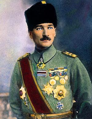 Фото №1 - 1 января 1935 года вступил в силу закон об учреждении в Турции фамилий