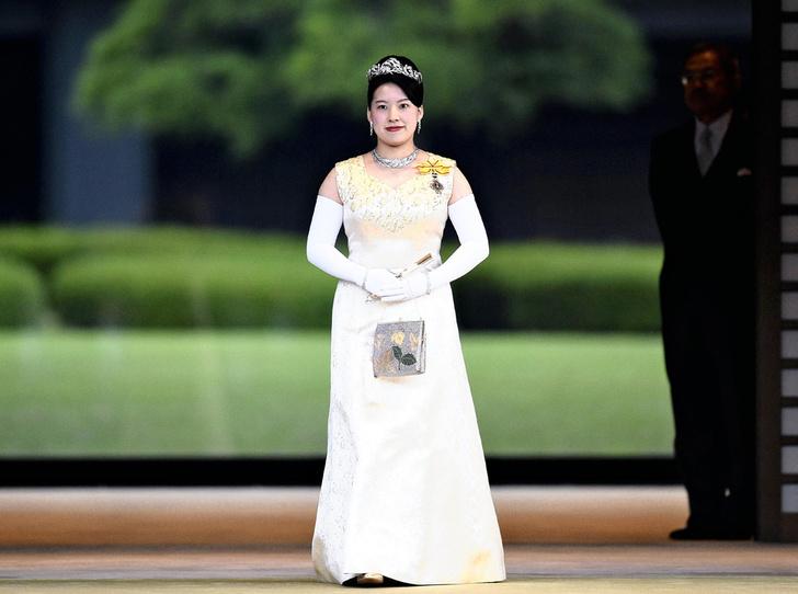 Фото №10 - В Японии стало на одну принцессу меньше (и на одну счастливую девушку больше)