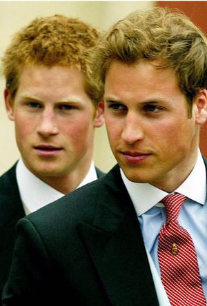 Фото №3 - Смешанные чувства: о чем говорит язык тела Гарри и Уильяма в день свадьбы Чарльза и Камиллы