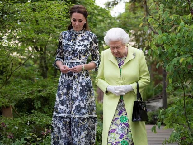 Фото №5 - Особый сюрприз: как Королева поздравит Кейт и Уильяма с десятой годовщиной свадьбы