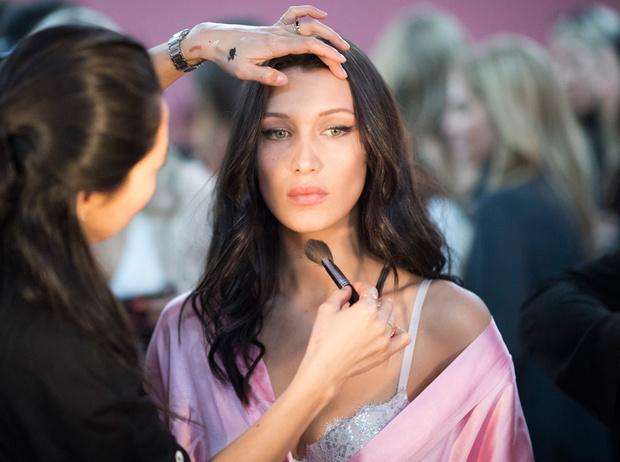 Фото №9 - New pink: 5 трендов «розового» макияжа, которые хочется повторить