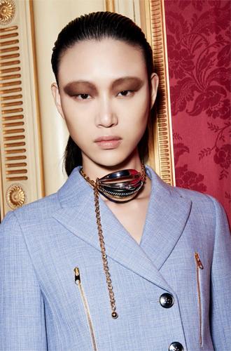 Фото №2 - Время приключений: аксессуары в круизной коллекции Dior