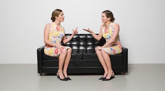 Сила зеркальных нейронов: как мы меняем свою осанку, глядя на других