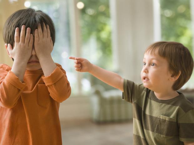 Фото №1 - Почему ребенок дома— ангел, а в садике всех обижает