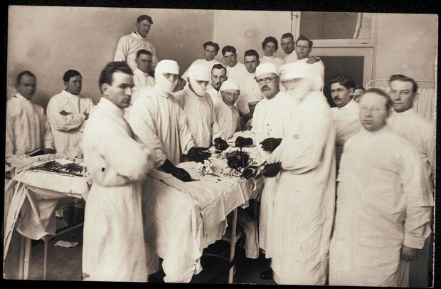 Операция, около 1900 г.