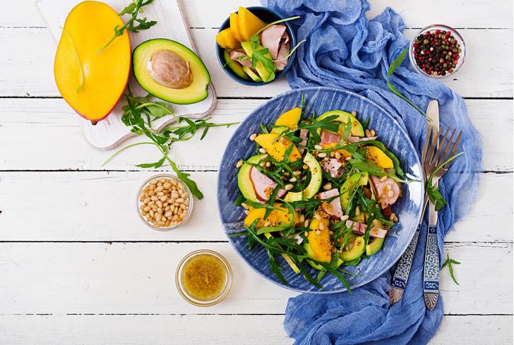 Фото №1 - Цвет, размер и форма: как посуда влияет на наш аппетит