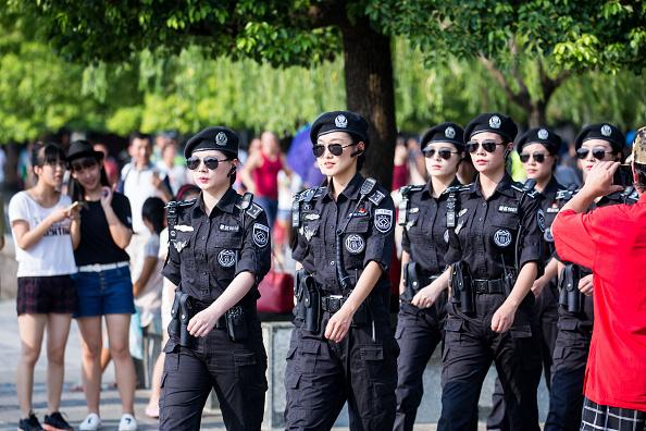 Девушке попасть на работу в полицию девушке работа в вебчате вольск