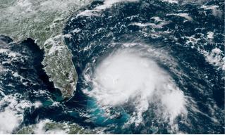 Как выглядит пролет через центр урагана «Дориан» (видео)