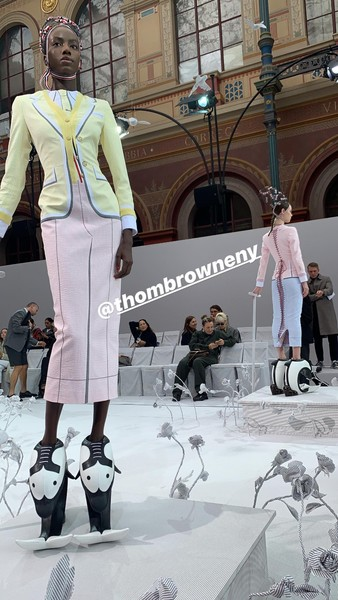 Фото №2 - Коул Спроус и Лили Рейнхарт приехали в Париж на Неделю высокой моды