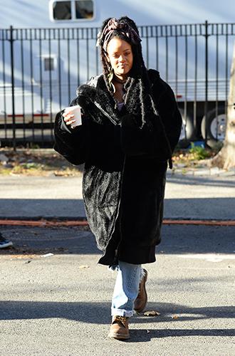Фото №32 - Это слишком: как Рианна «помешалась» на одежде oversize