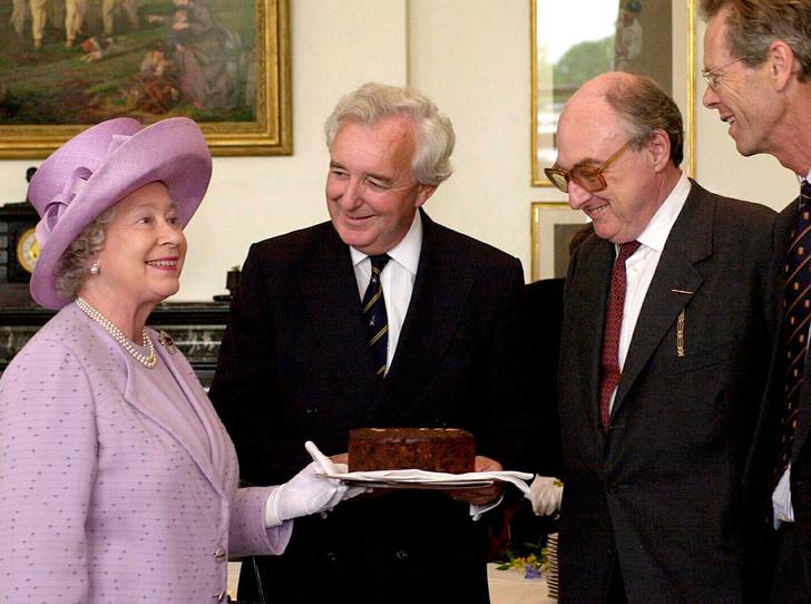 Фото №8 - Что могут короли: как проходит типичный день Елизаветы II в Букингемском дворце