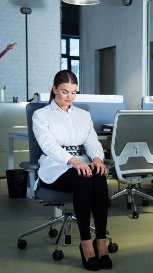 Фото №2 - Для самых занятых: разминка, которую можно делать, не вставая со стула (почти)
