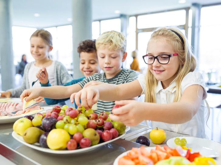 Фото №1 - 5 продуктов, которые стоит дать ребенку в школу, чтобы повысить его успеваемость
