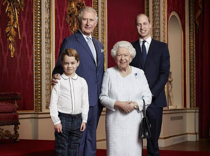 Фото №1 - От Елизаветы до Джорджа: королевская семья представила новый официальный портрет