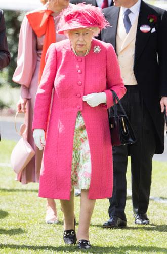 Фото №9 - Королева стиля: 5 образов Елизаветы II на Royal Ascot