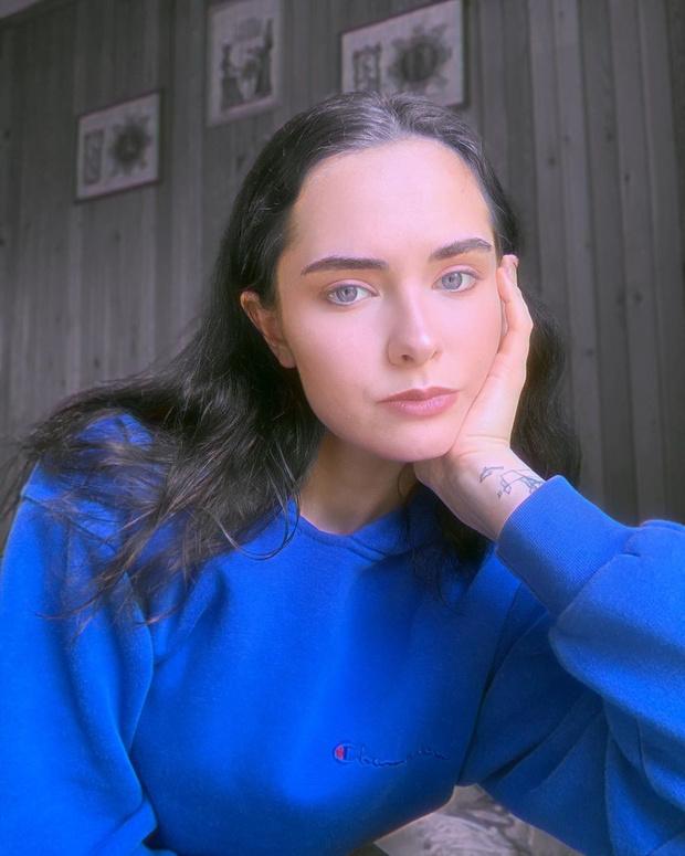 Фото №1 - Как выглядит и чем живет дочь певца Евгения Осина
