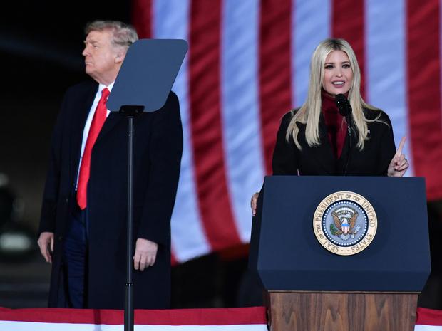 Фото №1 - Каждый за себя: ради чего Иванка Трамп решила посетить инаугурацию Байдена наперекор отцу