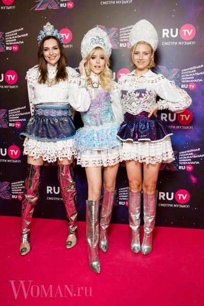 Фото №1 - Космобезумие: парад самых шокирующих образов звезд на премии RU.TV