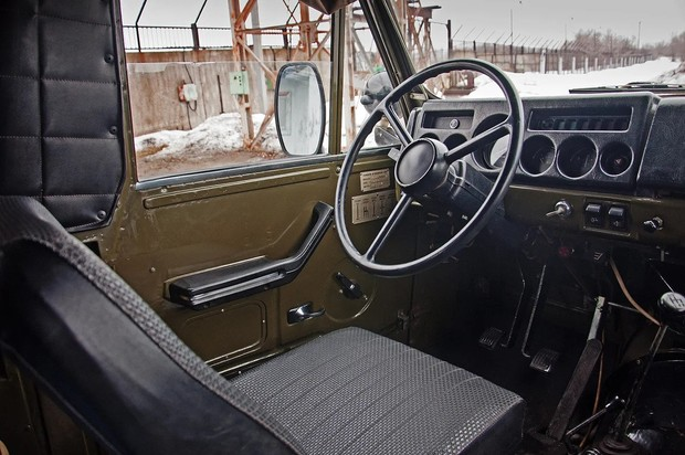 В салоне УАЗ-3907 «Ягуар» можно найти цитаты из других советских легковушек 70-х годов