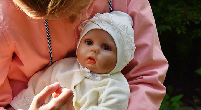 Как живые: зачем нам куклы-реборны?