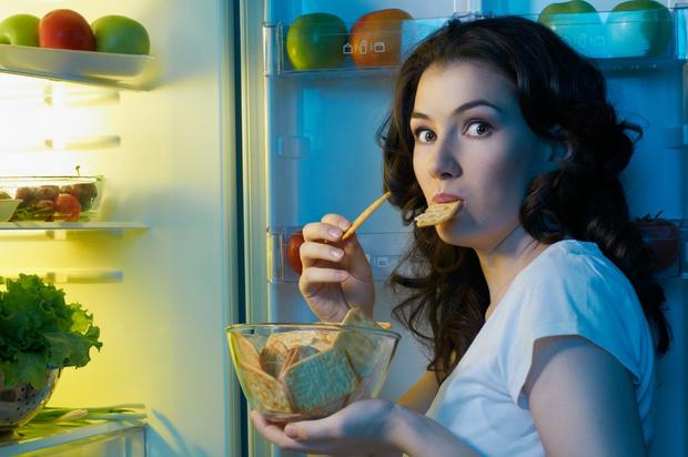 Фото №1 - 5 советов, как не переедать на ночь