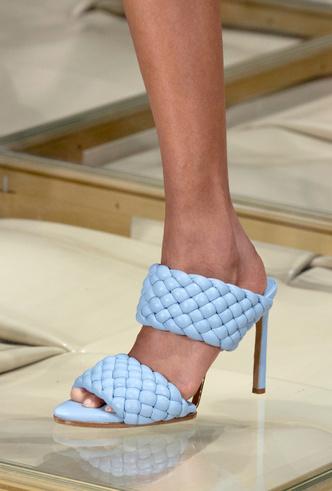 Фото №3 - Полный гид по самой модной обуви для весны и лета 2020