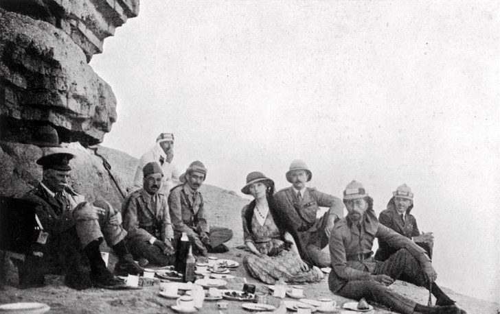 Фото №4 - Индиана Джонс в юбке: история Гертруды Белл, чье разбитое сердце сделало ее «королевой пустыни»