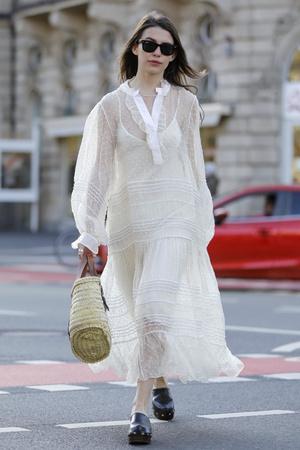 Фото №9 - Хит сезона: 5 способов носить прозрачные вещи и не выглядеть вульгарно