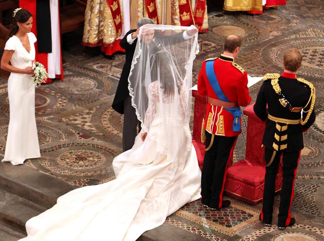 Фото №39 - Самые трогательные моменты королевских свадеб (о Гарри и Меган мы тоже не забыли)