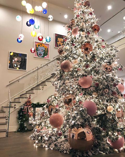 Рождественское убранство Кайли Дженнер