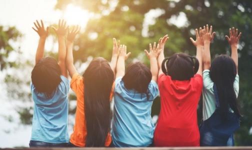 Фото №1 - Этим летом за счет Петербурга оздоровятся на 12 тысяч детей больше, чем в прошлом