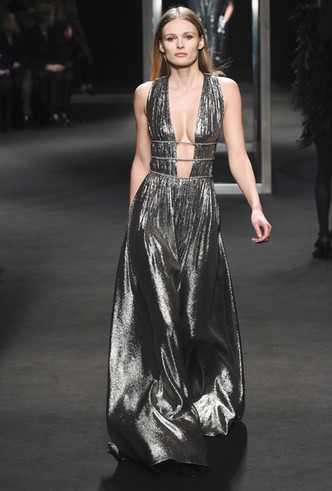 Фото №4 - Новогодний образ: топ-15 платьев цвета металлик для главного вечера года