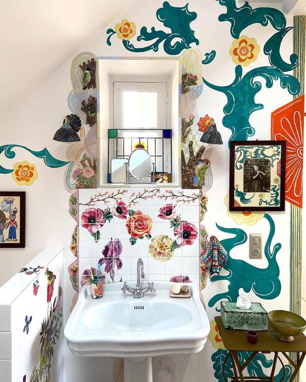 Фото №8 - Французская художница расписала свой дом цветами