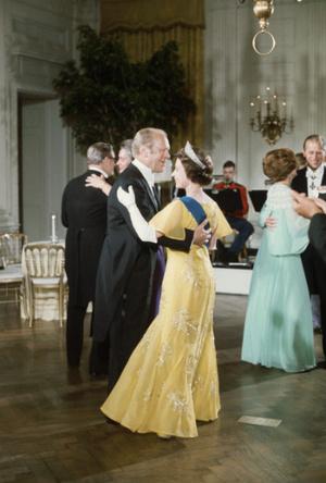 Фото №3 - Конфузы Белого дома: как президенты Форд и Буш пытались подшутить над Королевой
