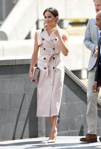 Фото №2 - 5 платьев-тренчей как у Меган Маркл, которые можно купить с хорошей скидкой прямо сейчас