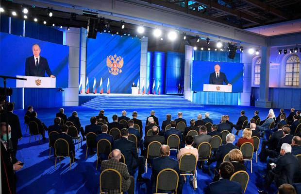 Фото №2 - Выплаты за беременность, школьников и отдых: Путин озвучил новые предложения Федеральному собранию