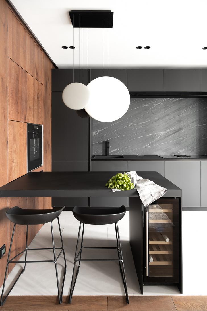 Фото №2 - Современная квартира в темных тонах 103 м²