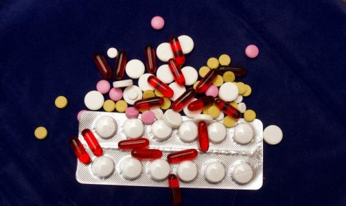 Фото №1 - Врач: Ибупрофен принимать можно, только осторожно - он повышает кардиологические риски у пожилых