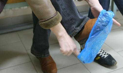 Фото №1 - Продажа бахил в поликлиниках незаконна