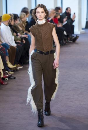 Фото №4 - Утепляемся: как носить теплый вязаный жилет (и где его найти)